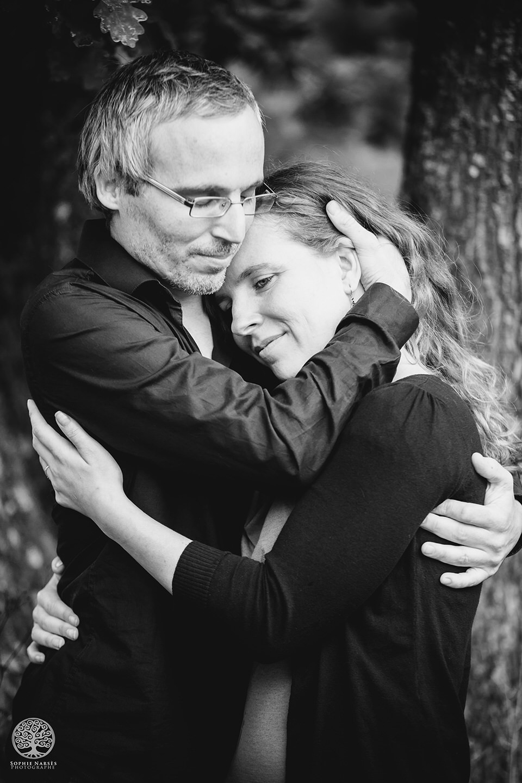 Portrait noir et blanc couple tendresse