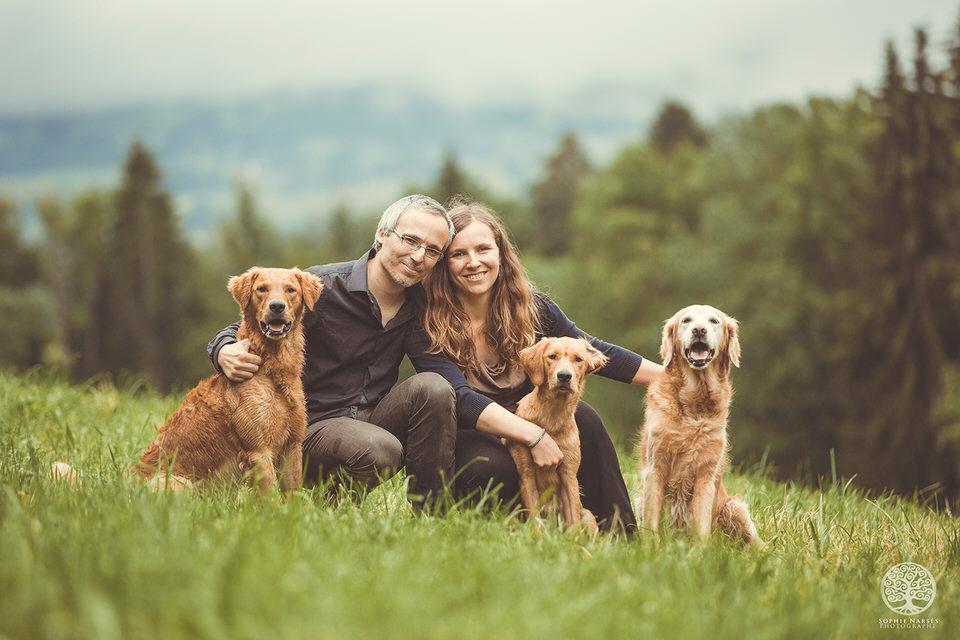 Photo couple avec leurs chiens