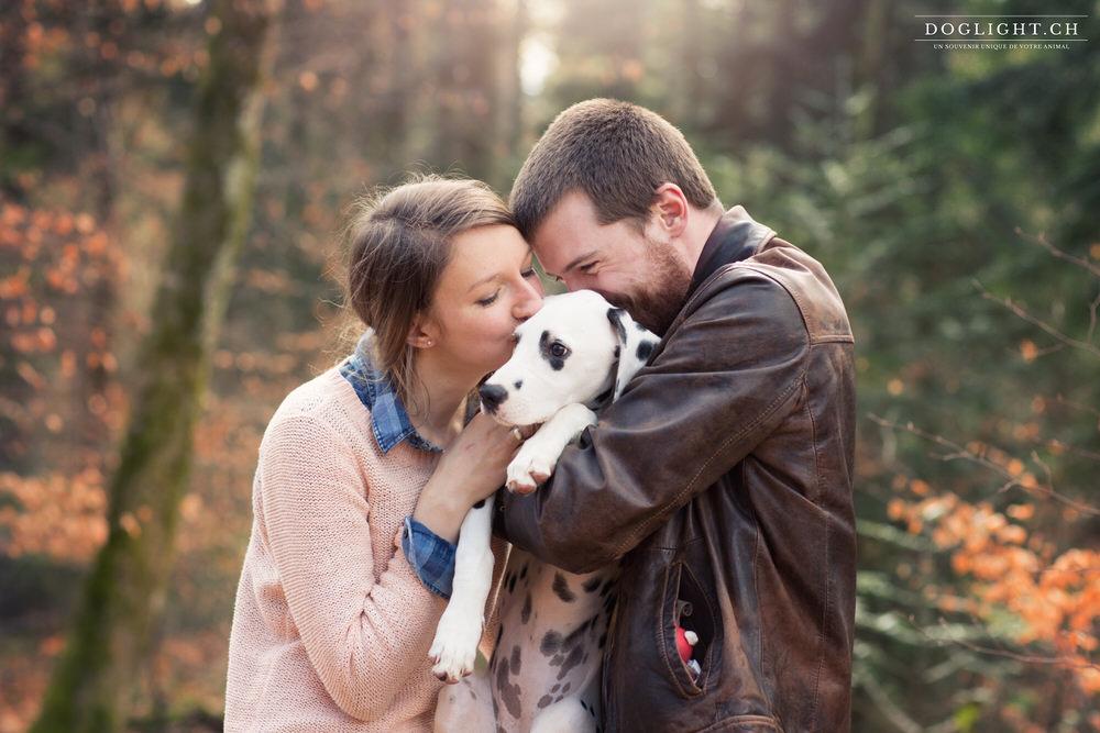Photo couple bisous avec un dalmatien