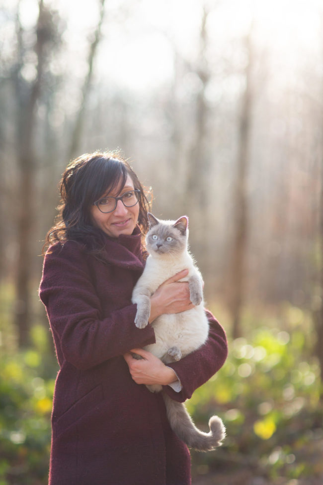 Portrait chat femme photographe extérieur Bulle Fribourg