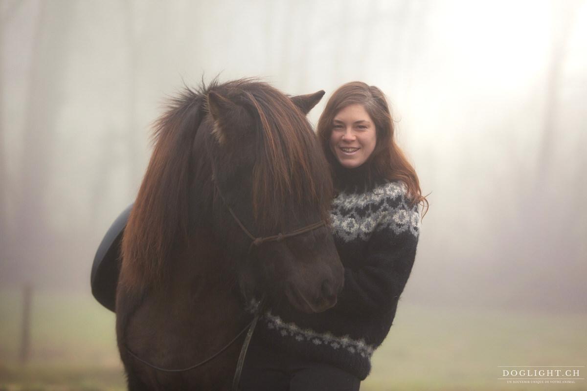 Cheval islandais portrait avec cavalière